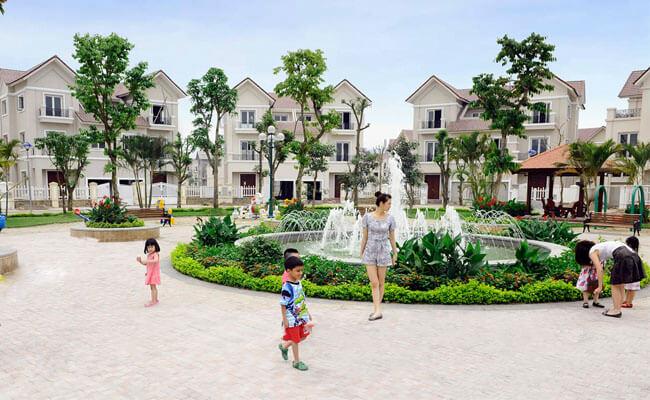 Công viên, hồ nước rộng và khu vui chơi trong khu đô thị Dương Nội